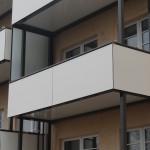 Aluminiumbalkone mit Sicht- und Windschutz